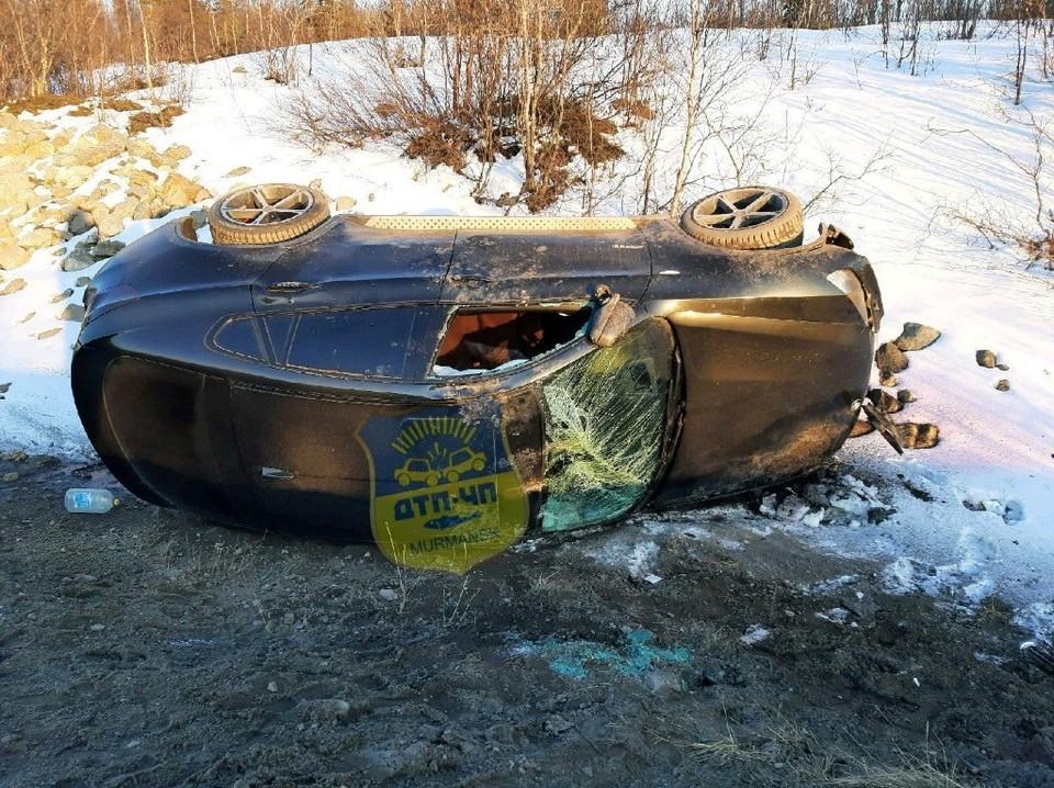 Одна из машин после столкновения улетела в кювет. Фото: vk.com/murmansk_dtp