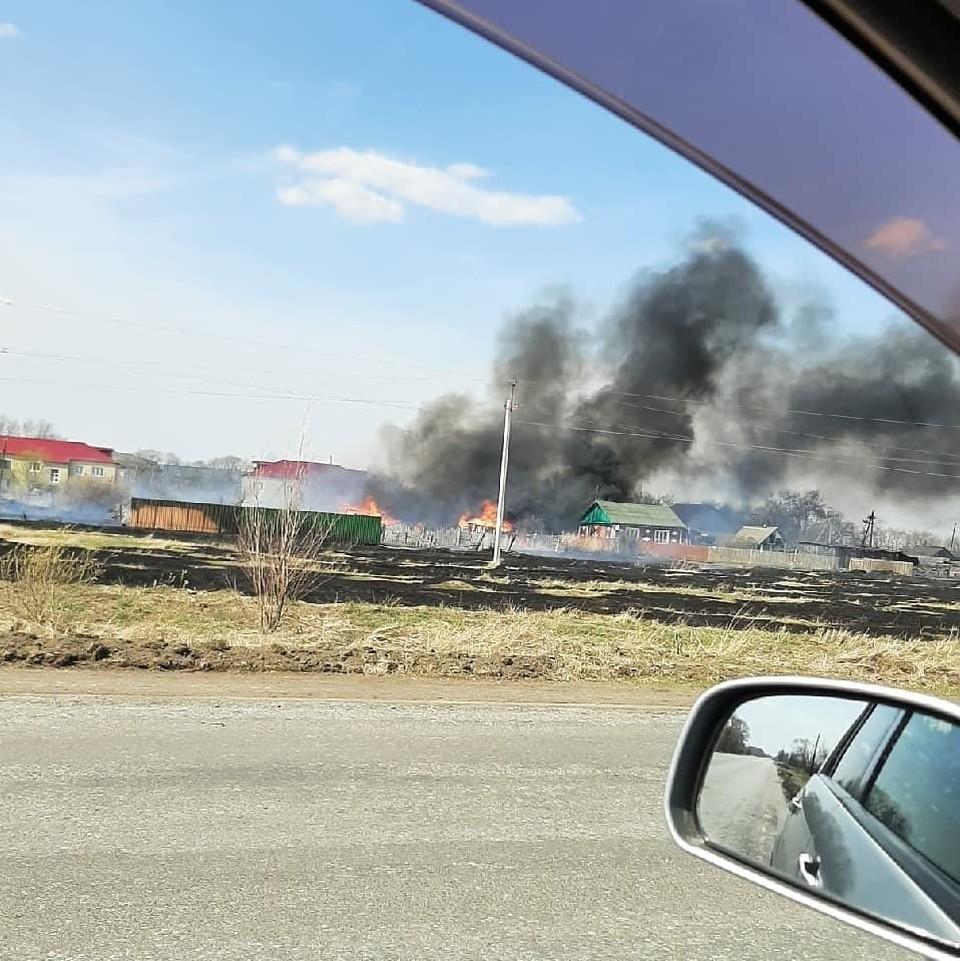 В поселке Северо-Любинском сгорели три дома. Фото: «ЧП Омск»
