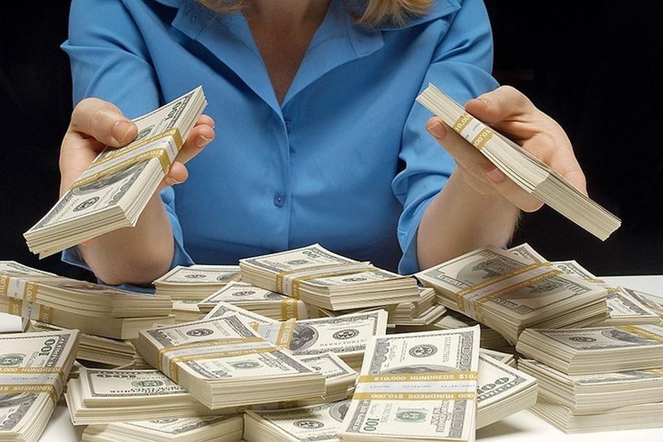 Финансовый аналитик назвал риски при покупке долларов