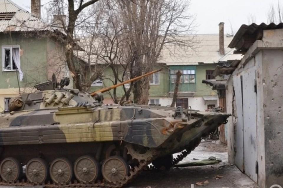 Украинские боевики пригнали бронетехнику в Катериновку и Мироновское. Фото: Егор Пелепенко