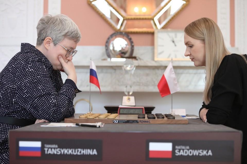 Матч чемпионата мира по международным шашкам среди женщин проходил в Варшаве: Тамара Тансыккужина (Россия) - Наталья Садовская (Польша). Фото: LESZEK SZYMANSKI/ТАСС