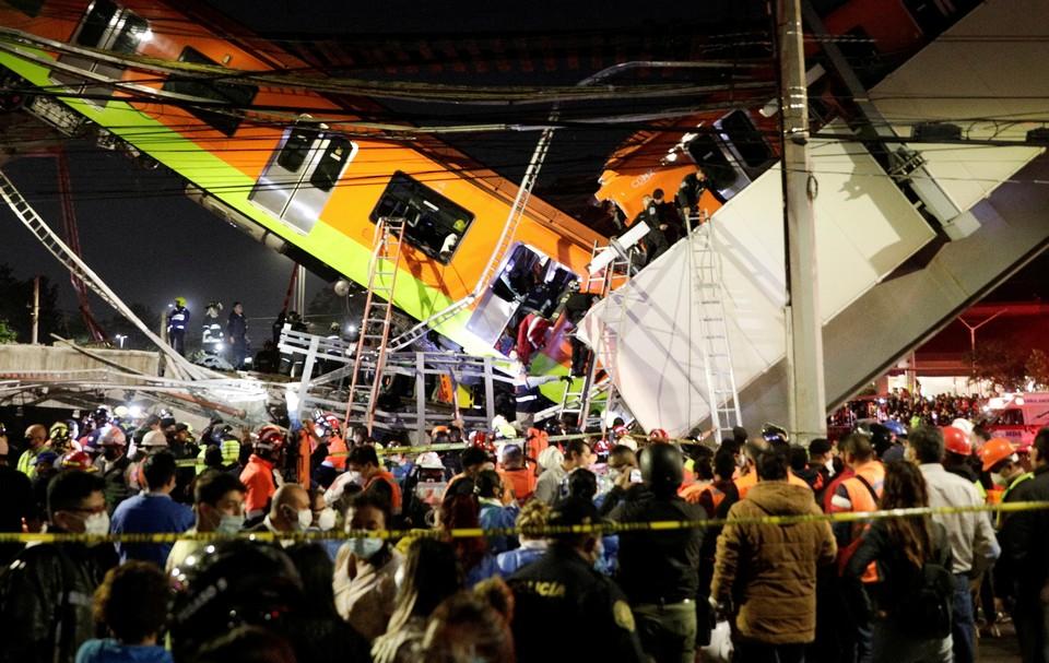 При крушении путей метро в Мексике погибли 13 человек