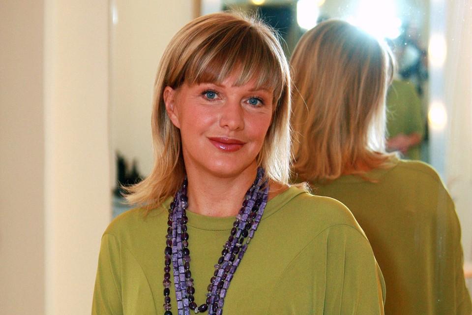 Елена Проклова в интервью Лере Кудрявцевой рассказала, как ее 15-летнюю увез в лес взрослый коллега и склонил к интиму.