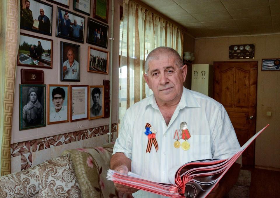 Семьи найденных солдат многие годы поддерживают связь с Арутом Варваштяном. Фото из личного архива героя публикации