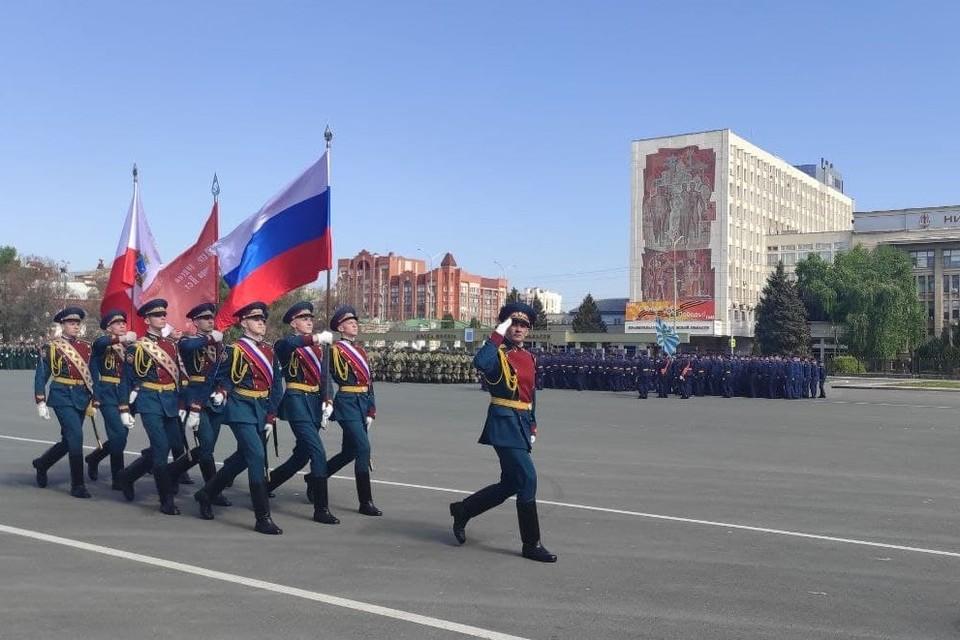 По Театральной площади прошел Парад в честь Дня Победы