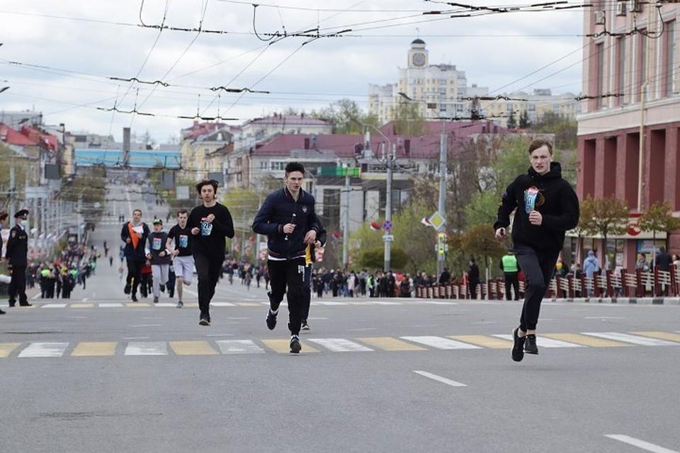 Брянские школьники и студенты пробежали «Дорогами памяти».