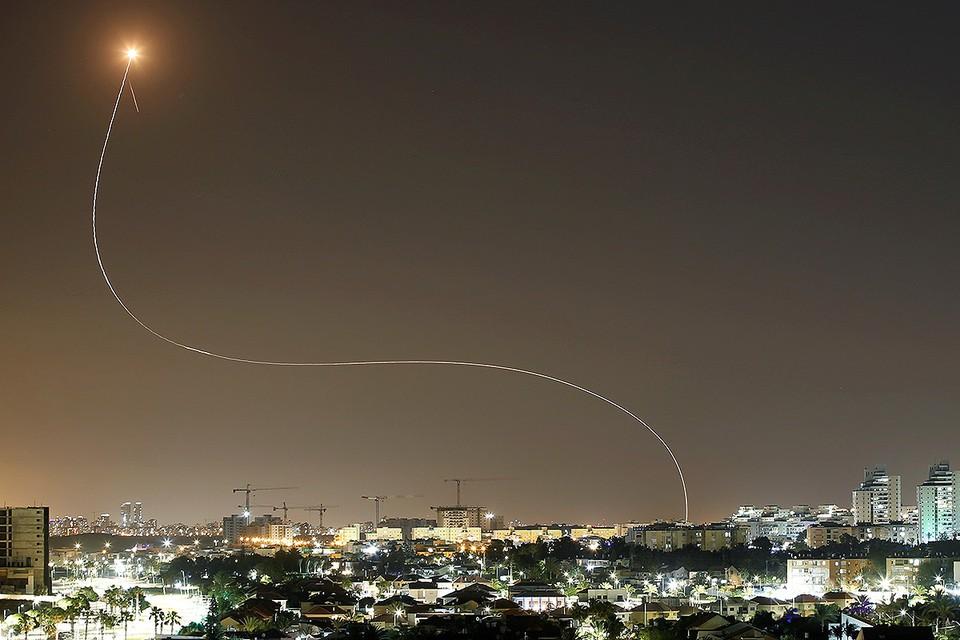 """Работа системы противоракетной обороны Израиля """"Железный купол""""."""