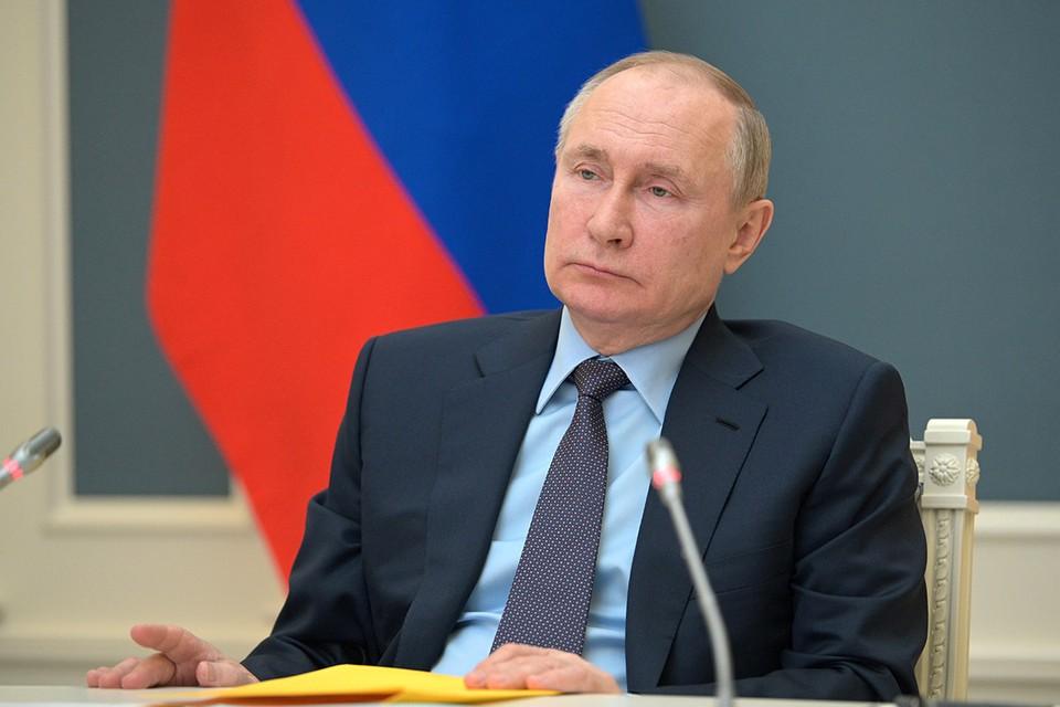 Президент обсудил трагедию, произошедшую в казанской школе №175, с членам правительства
