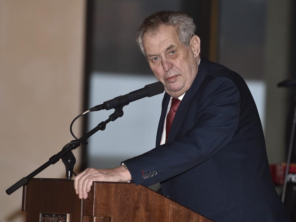 Земан назвал ошибкой включение Чехии в список недружественных России стран