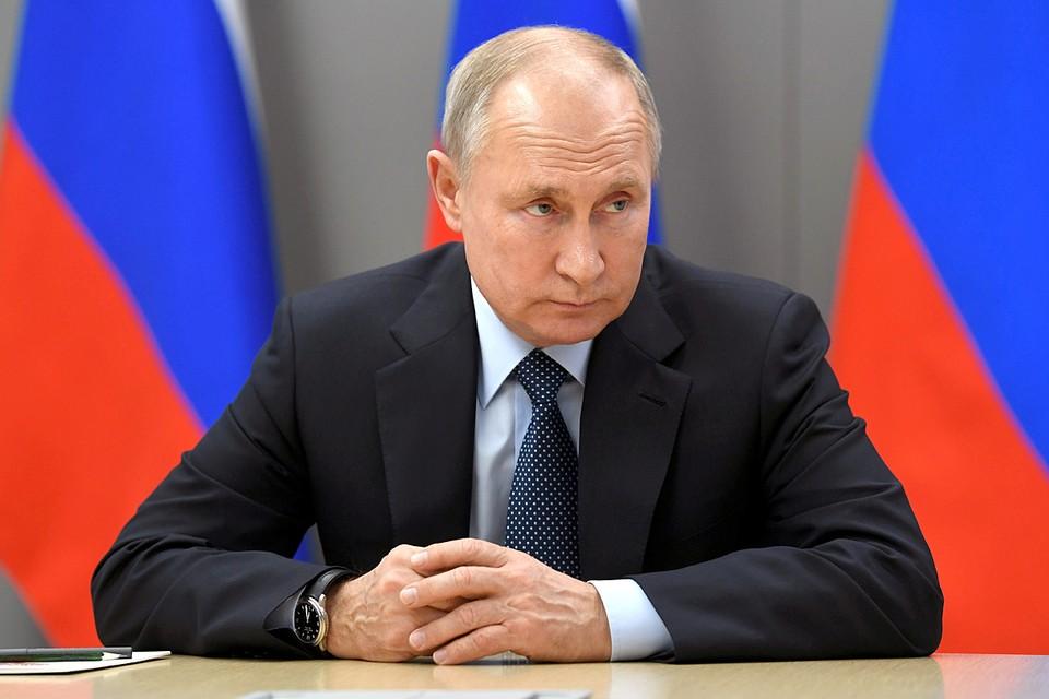 Президент подчеркнул, что пересмотреть роль Красной армии в победе над фашизмом пытались многие.