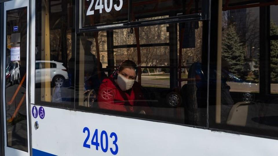 В общественном транспорте маски пока обязательны. Фото: соцсети