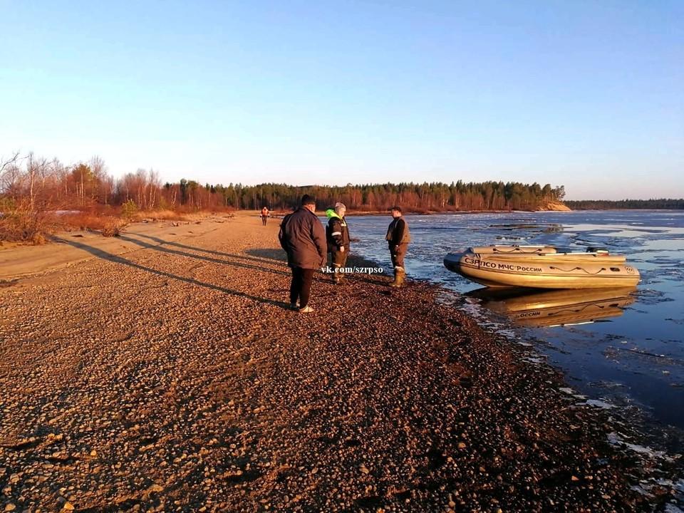 Спасатели по чистой воде дошли до нужного участка берега Верхнетуломского водохранилища. Фото: vk.com/szrpso