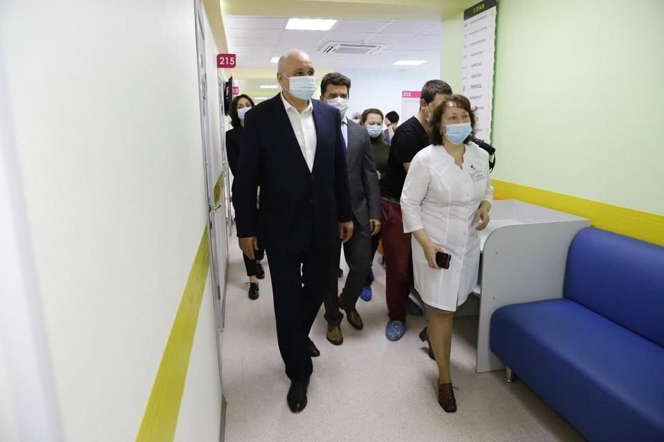 Губернатор Кузбасса проверил качество ремонта в отделении Кузбасской областной детской больницы. Фото: АПК.
