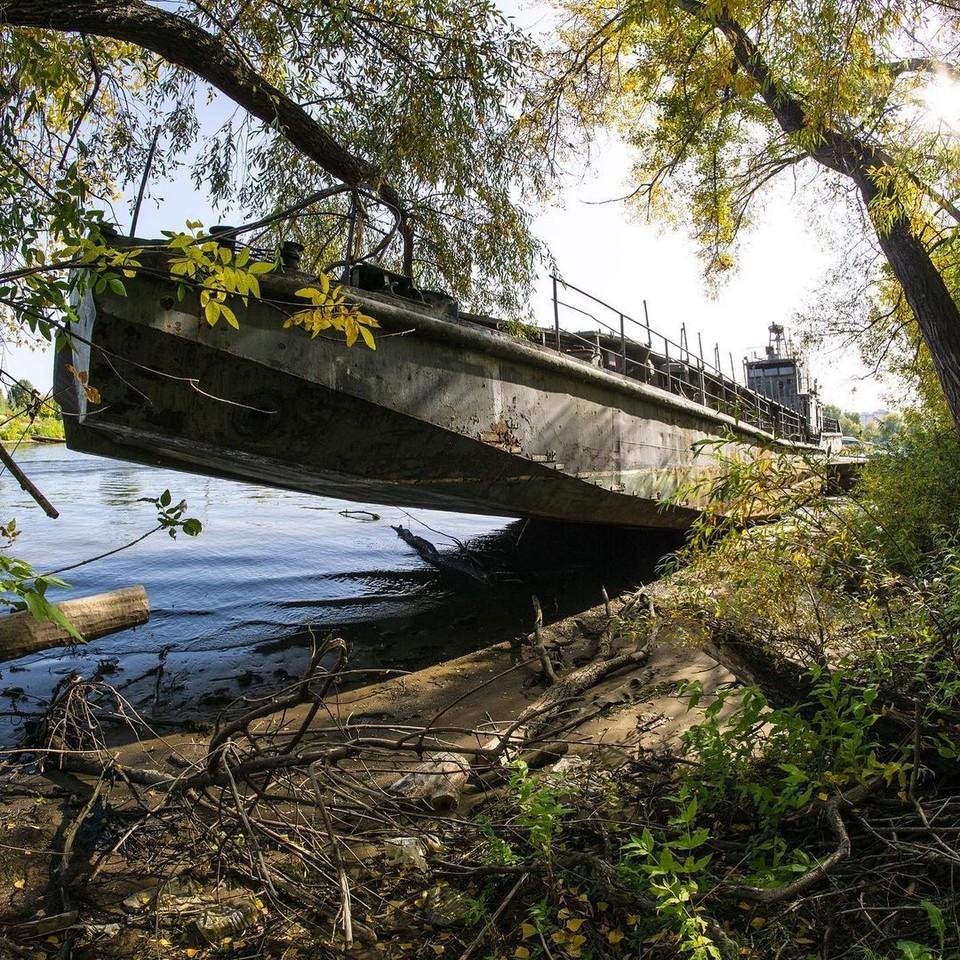 Огромный корабль уже давно не на ходу Фото: Роман Рунев