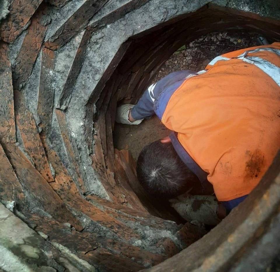 В Кишиневе очень много «хозяев», незаконно подключившихся к водопроводу и канализационной сети и не плативших за услуги. Фото:facebook.com/Ion.Ceban