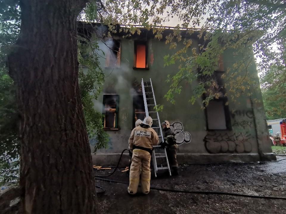 В Самаре горел заброшенный дом