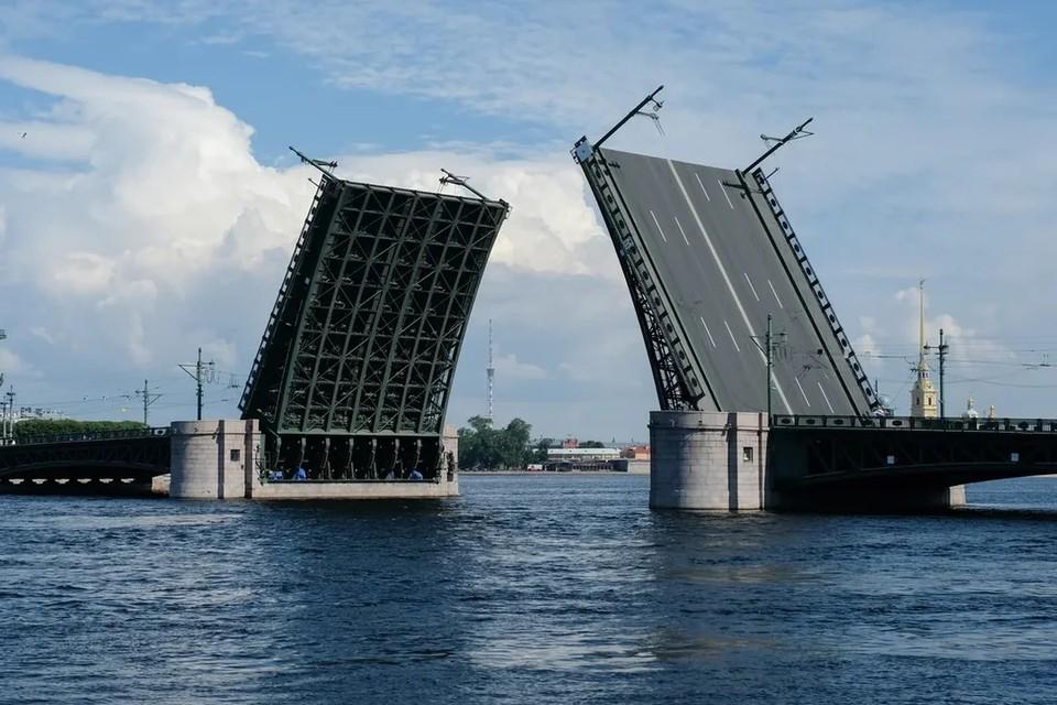 Дворцовый мост в ночь с 28 на 29 мая разведут все-таки по обычному графику.
