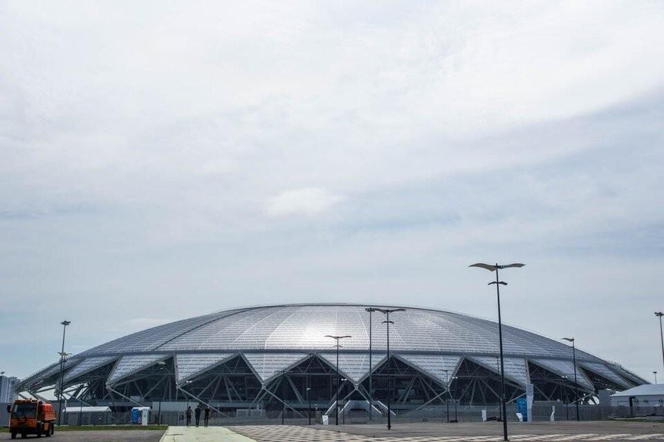 Возле стадиона традиционно в дни соревнований перекрывают движение транспорта