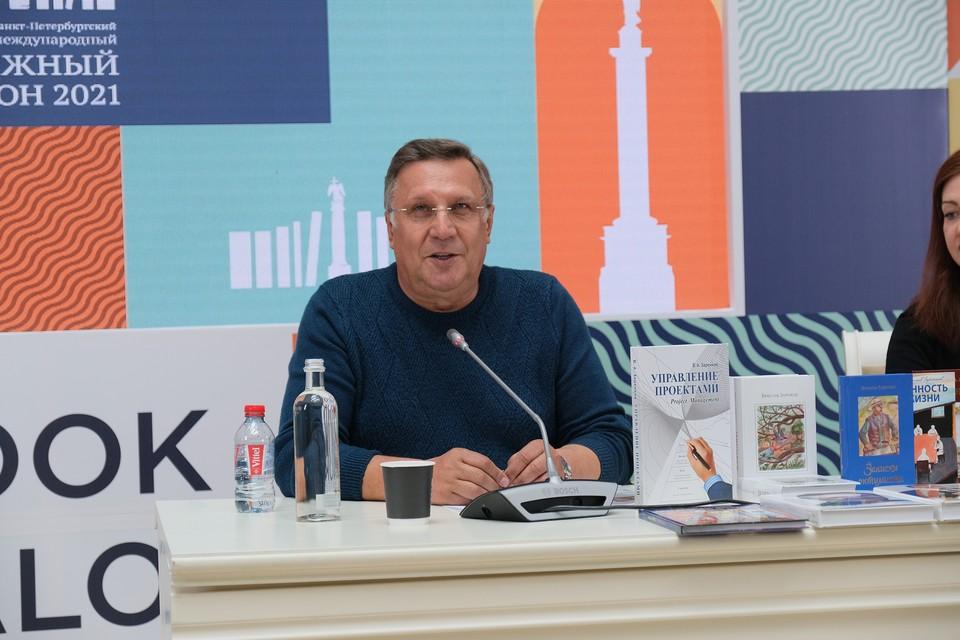 Фонд «Созидающий мир» основан заслуженным строителем России и почетным меценатом Санкт-Петербурга Вячеславом Заренковым.