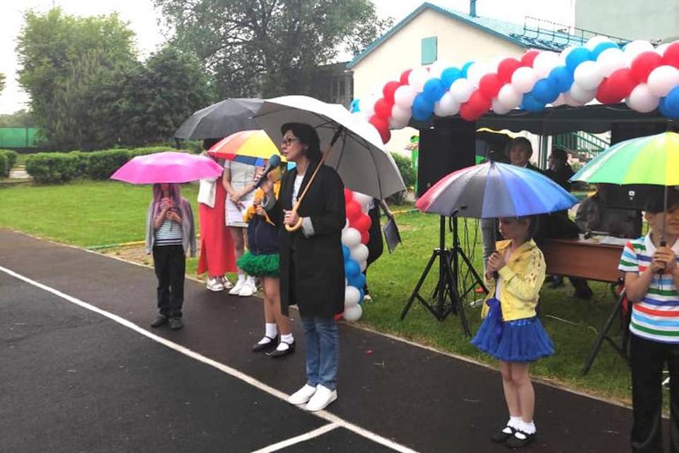 С предложением благоустроить больше досуговых площадок Елена Кац выступила на благотворительной ярмарке, которая прошла в районе Ивановское. Фото: Дарья СОРОКИНА.