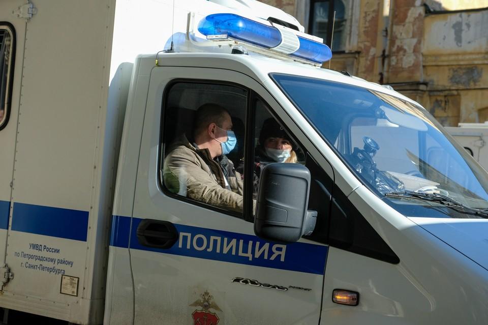 Участников мини-побоища разняли вовремя подбежавшие сотрудники полиции.