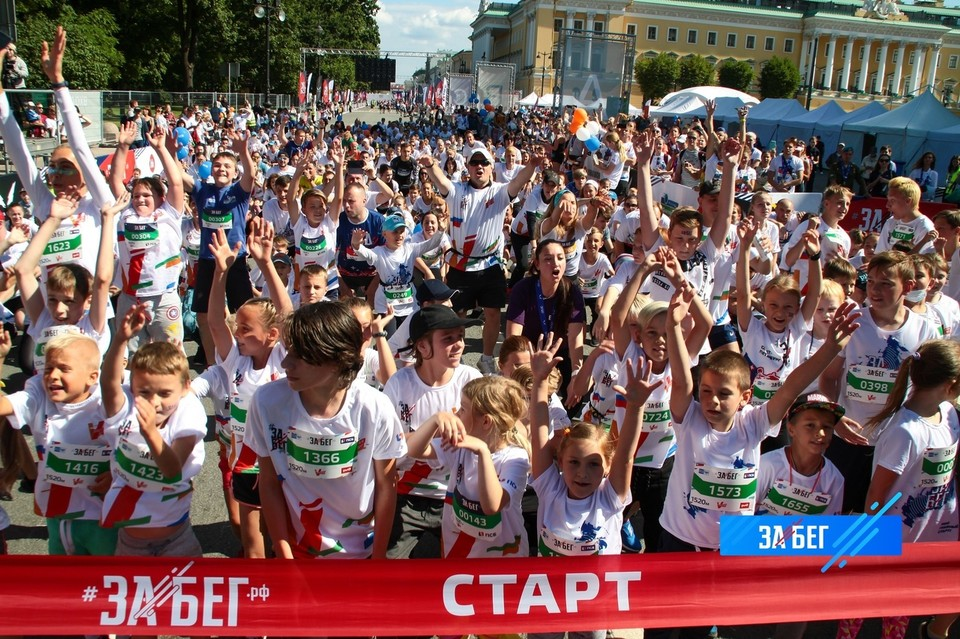 Участникам на выбор представили четыре дистанции - на один километр, на пять, на десять и на 21,1. Фото: vk.com/zabegrf