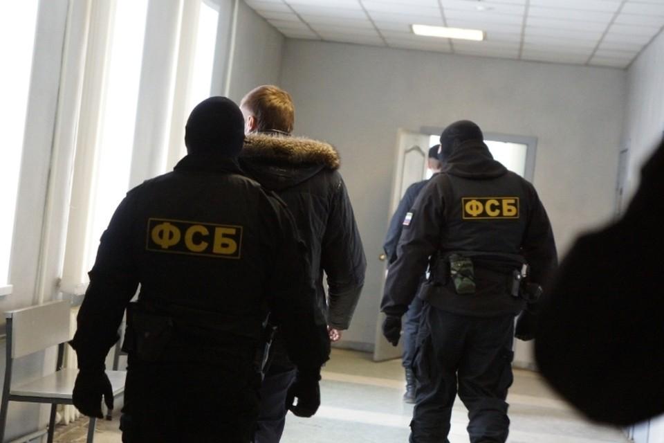 Во Владивостоке ФСБ проводит обыски у Олега Гуменюка.