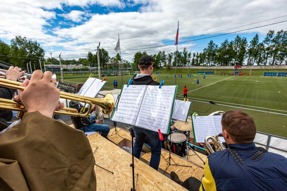 В Твери футбол проходил под звуки оркестра. Фото: пресс-служба ФК «Тверь».