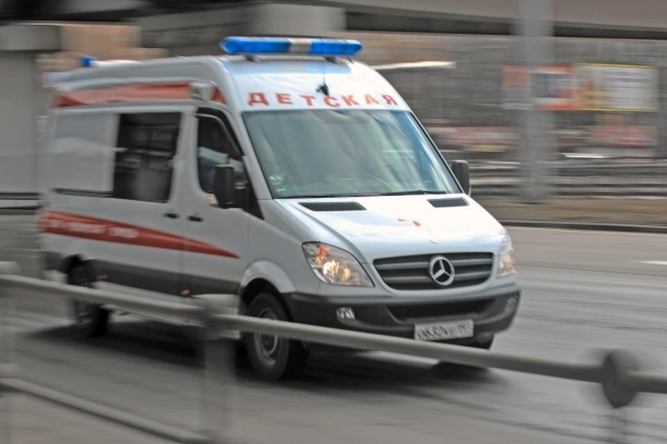 Ребенок получил сильные ожоги после удара током.