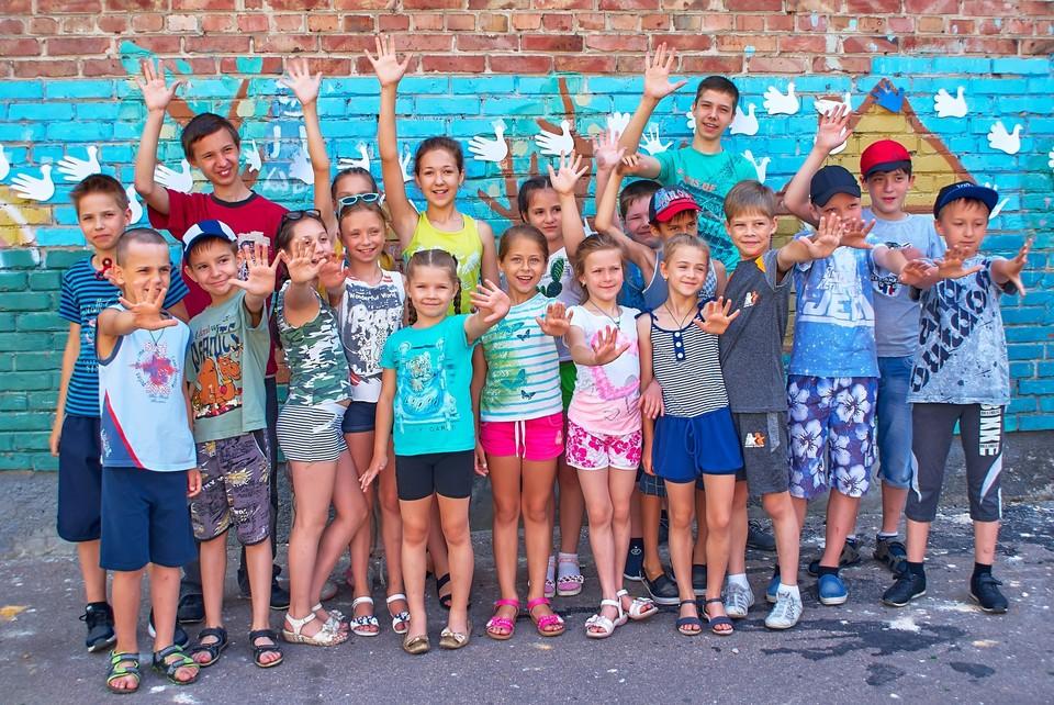 Каждый лагерь составил свою программу досуга для детей. Фото: школьное государство «Радуга» - МОУ «Лицей 124 г. Донецка»