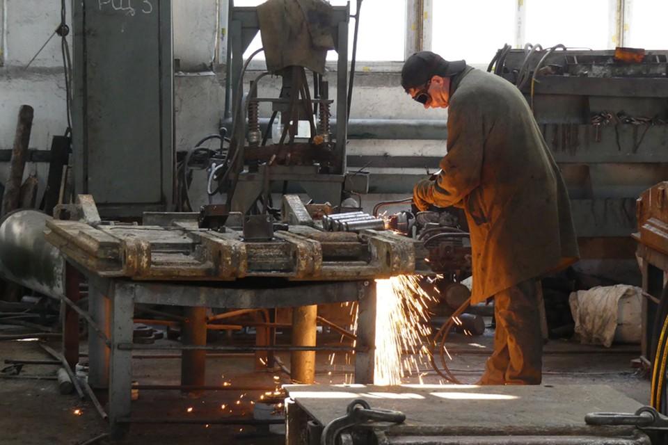 Специалисты Макеевского РМЗ продолжают ремонт техники для шахты «Холодная Балка». Фото: Минугольэнерго ДНР