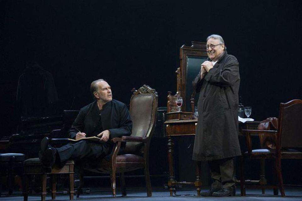 Алексей Гуськов и Геннадий Хазанов в спектакле «Фальшивая нота». Фото: Валерий Мясников.