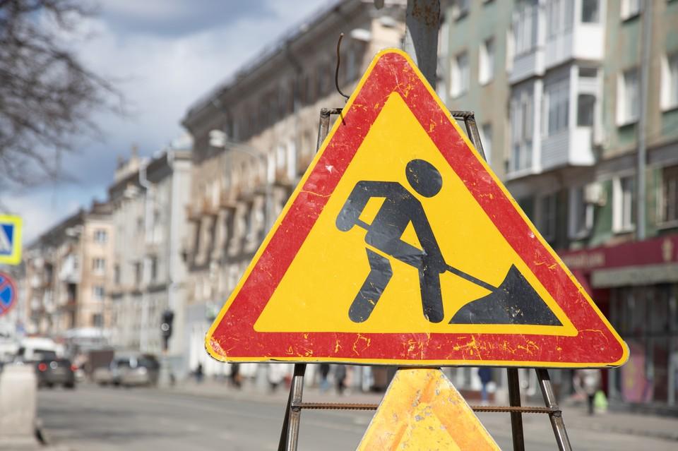 Изменения маршрута автобусов связаны с работами на инженерных сетях и закрытием дороги по улице Васильева на перекрестке с Героев Хасана.