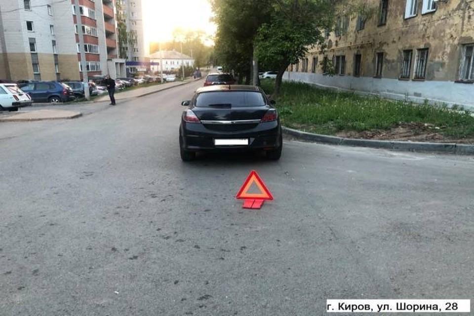 Женщина-водитель «Опель Астра» двигалась задним ходом и не заметила пожилую кировчанку. Фото: vk.com/gibdd43