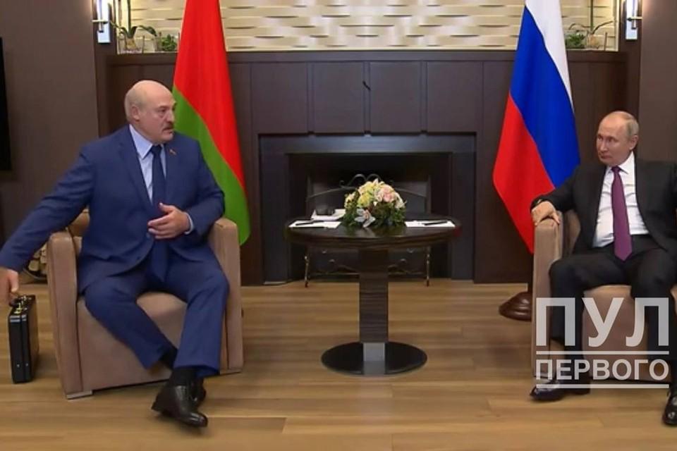 Лукашенко рассказал, что за документы привез в чемодане Путину. Фото: Telergram / Пул первого