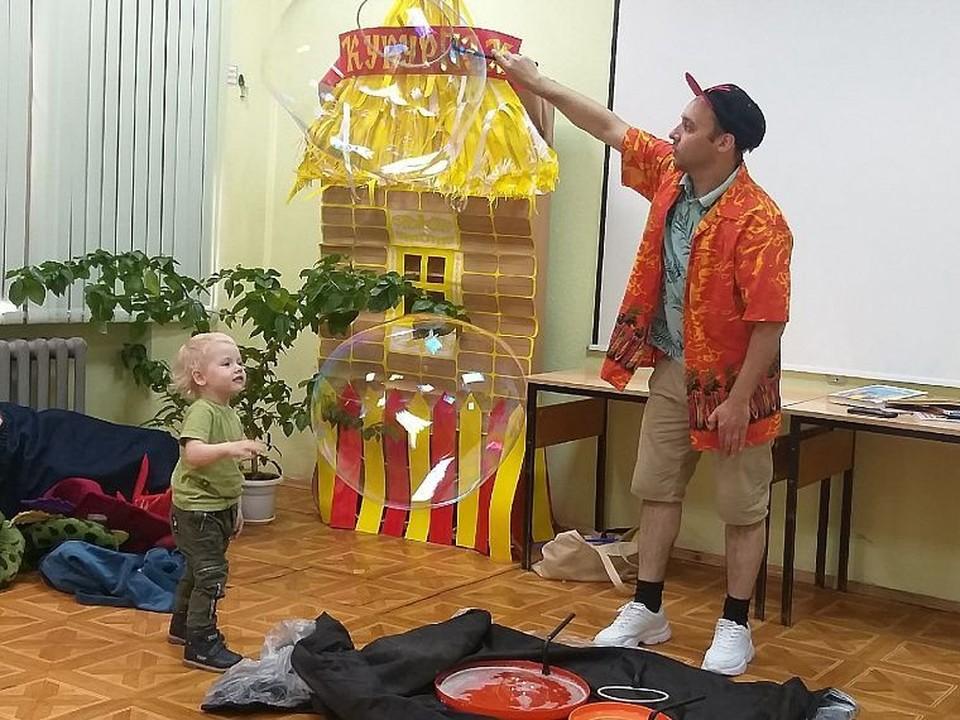 В тюменской детской библиотеке организовали игры для ребят. Фото - Маргарита Матяшева.