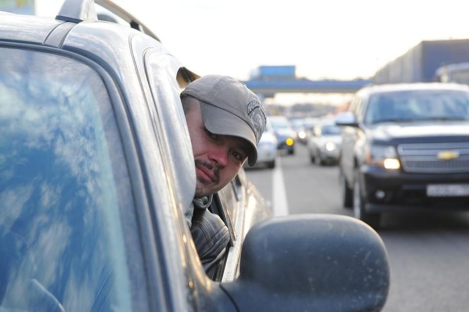 Пробка парализовала движение по Октябрьскому мосту в Новосибирске.
