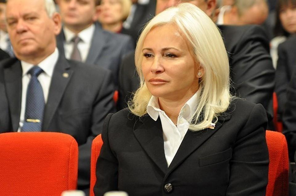 В Киеве не признают российский статус Крыма, поэтому жителям полуострова сложно отказаться от гражданства Украины.