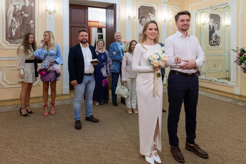 Если вам не хватает гостей на свадьбу - обращайтесь к профессионалам.