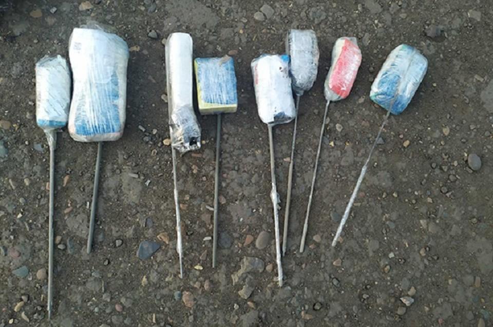 Девять телефонов пытались передать в пакетах с молоком в колонию в Иркутской области. Фото: ГУФСИН России по Иркутской области