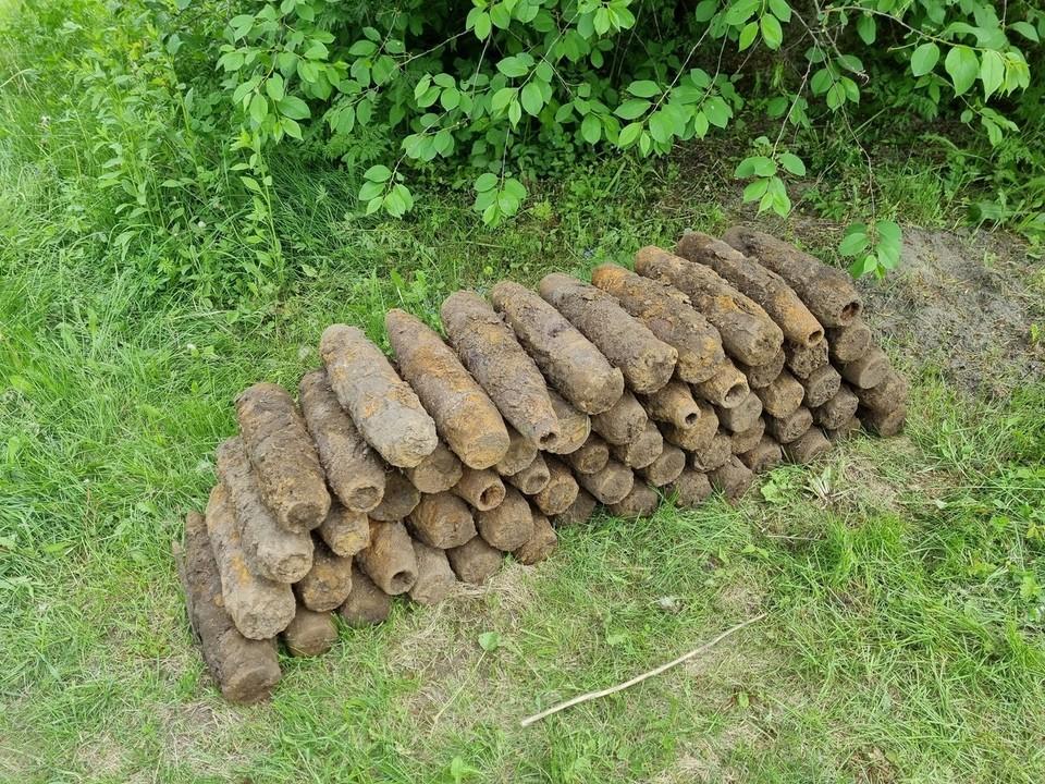 Саперы обследовали территорию и обнаружили 59 артиллерийских снарядов