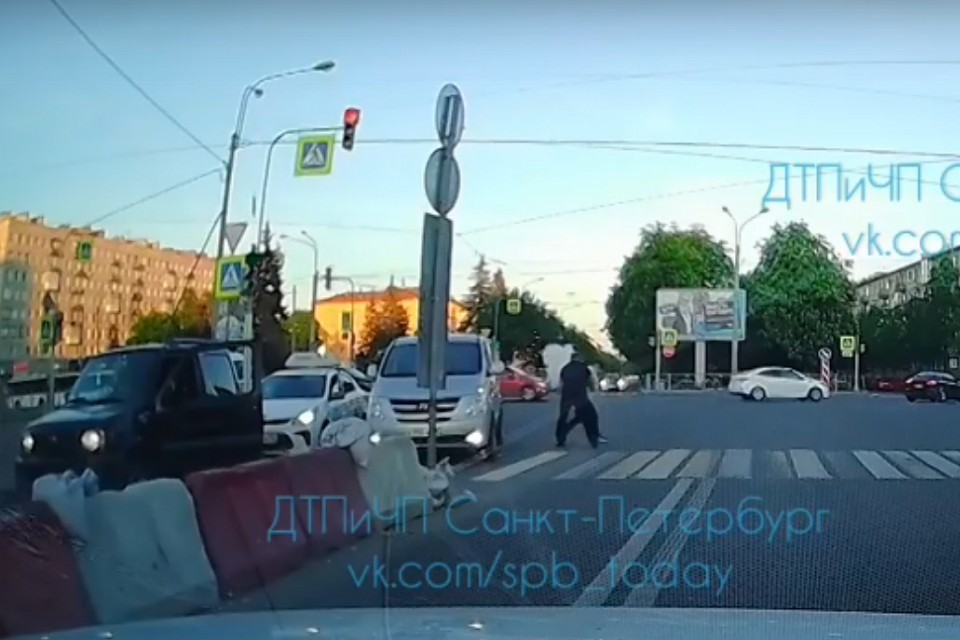 Дорожный конфликт закончился стрельбой. Фото: vk.com/spb_today