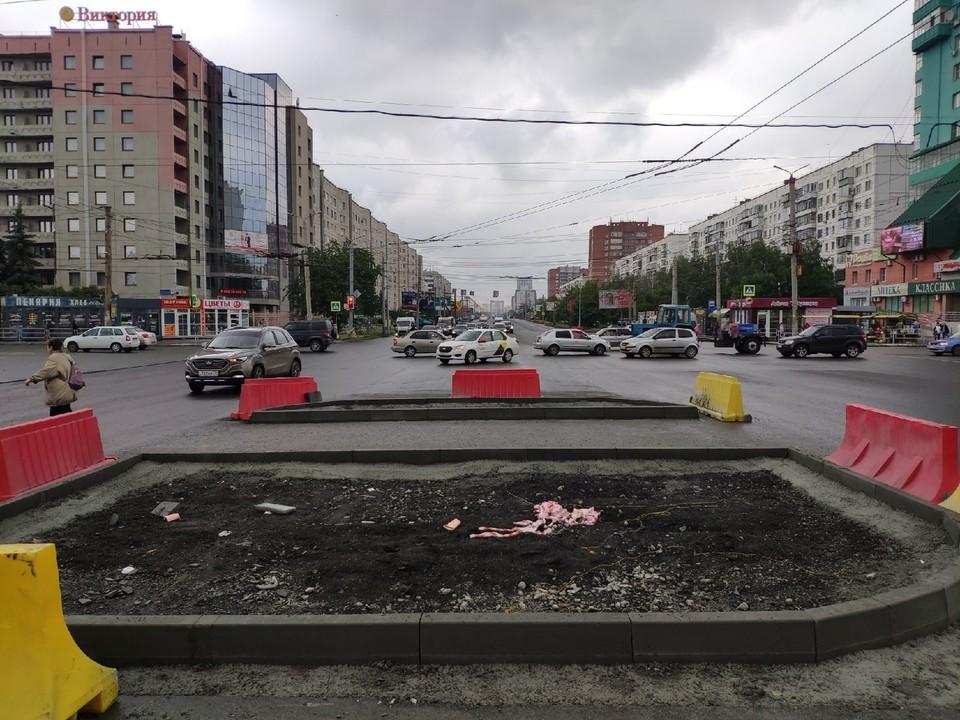 На Комсомольском вовсю идут работы, а проект показали только сейчас
