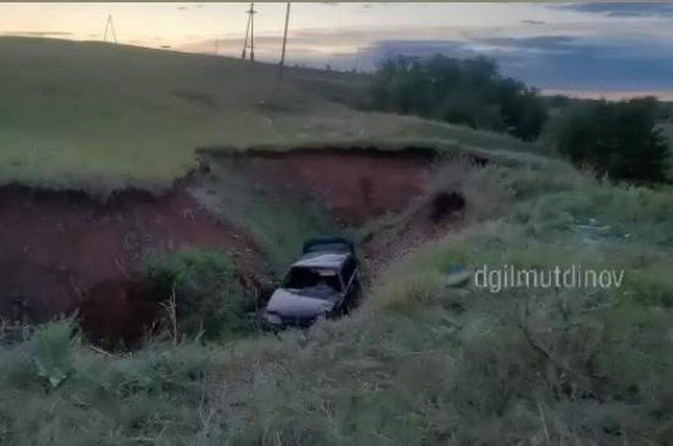 Водитель не справился с управлением и съехал в кювет