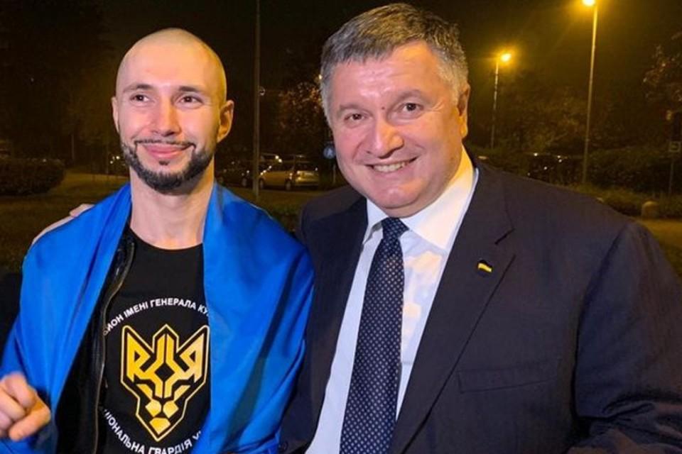 В Италии глава МВД Украины Арсен Аваков (справа) лично встречал освобожденного Виталия Маркива. Фото: facebook.com/arsen.avakov.1