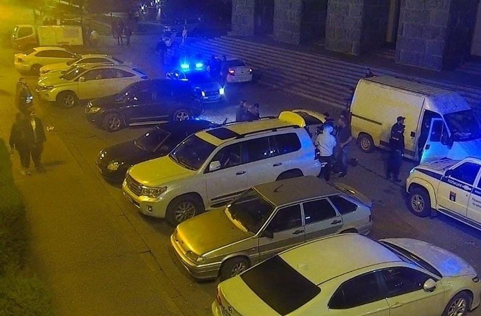Полицейские Волгограда задержали 33-летнего ранее судимого мужчину, подозреваемого в стрельбе и поножовщине на улице Чуйкова.
