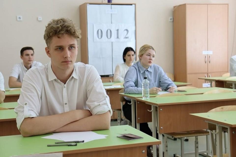 Ранее выпускники сдали русский язык Фото: сайт правительства РО