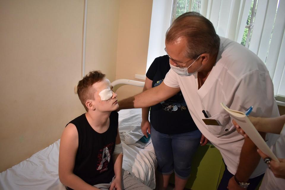 Александр не мог видеть с самого рождения, но совсем скоро его жизнь изменится. Фото: СЕЛИМОВ Артур.
