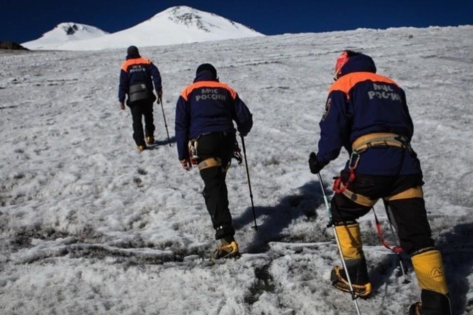 Альпинист из Самары сорвался в расщелину при восхождении на Эльбрус. Фото: МЧС по КБР