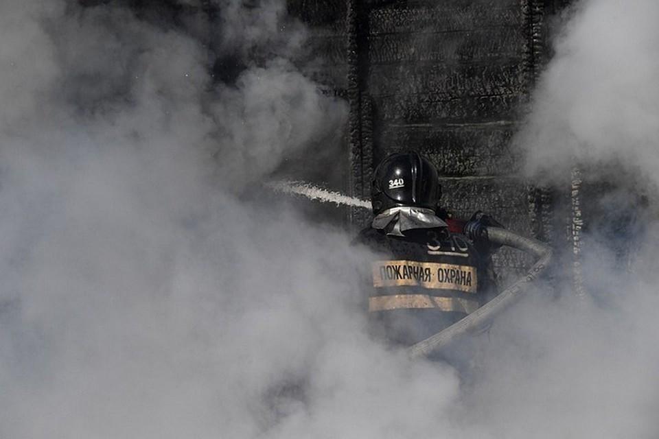 Открытого огня хоть и не было, но дым от тления проводки полностью окутал подъезд